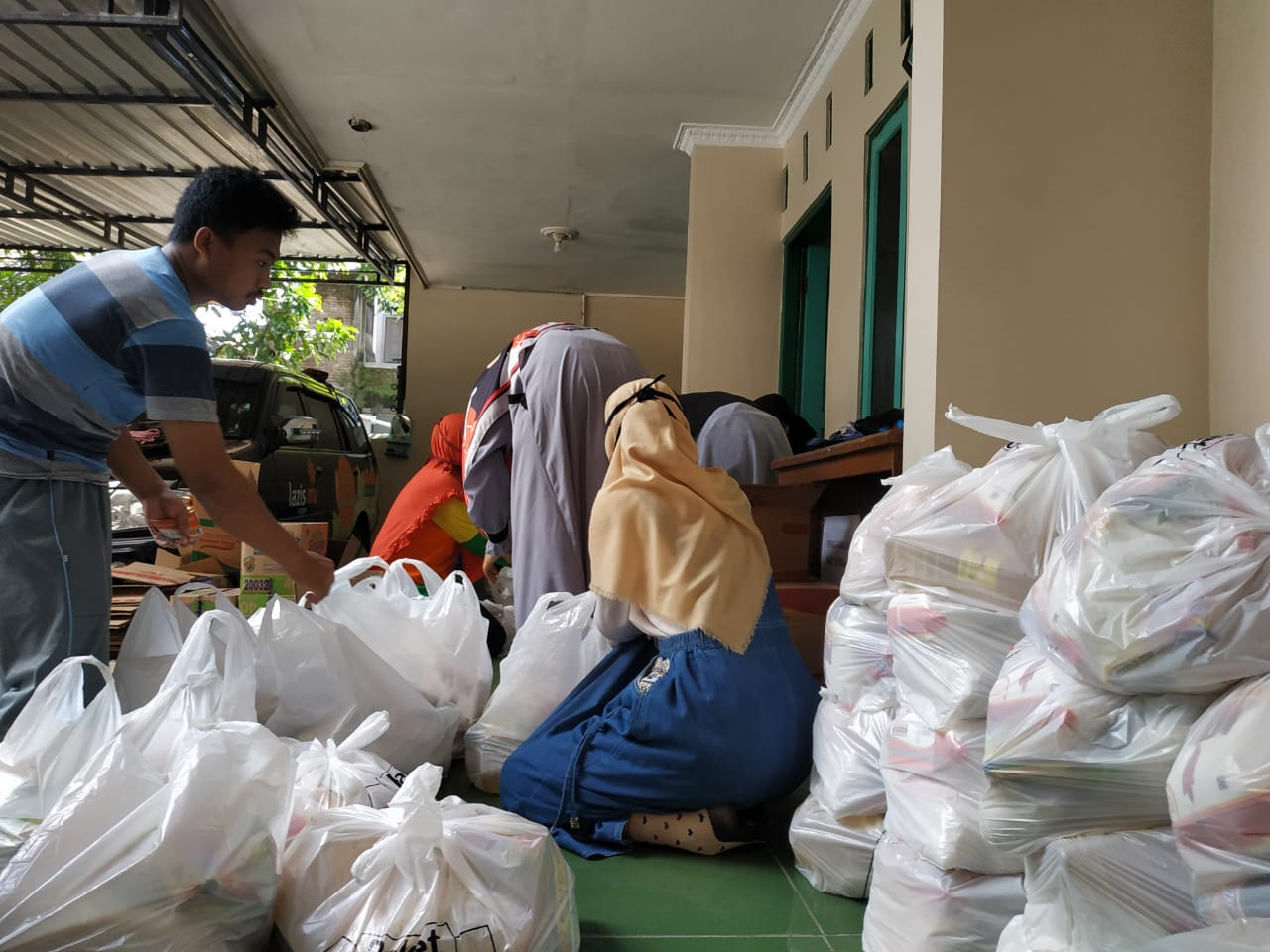 Packing Sembako 400 paket